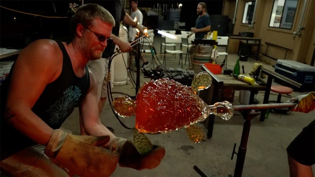 come make glass sculptures